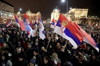 Тысячи людей в Сербии вышли на протест против своего президента