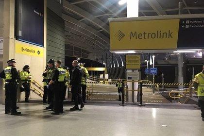 Трех британцев порезали ножом на вокзале