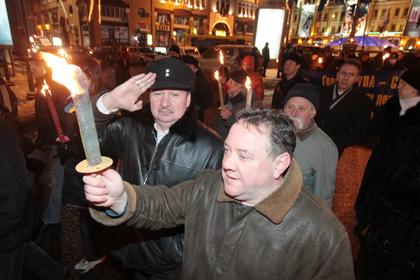 Участники шествия в честь дня рождения Степана Бандеры, архивное фото