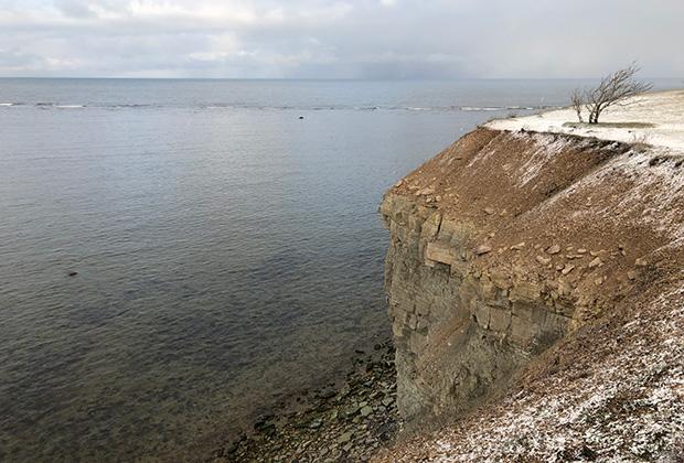 Клиф Панга —природный заповедник, расположенный на утесах в северо-западной части острова. Крутые обрывы, красивый вид на море и Балтика, которая, кажется, здесь еще менее глубокая, чем обычно. Зато на отмелях любят зимовать лебеди.