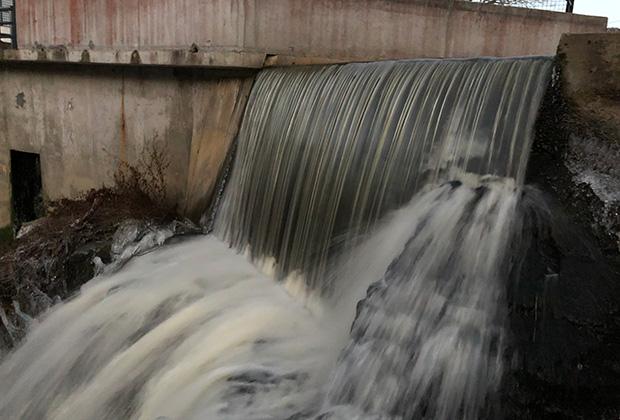 По дороге с острова Сааремаа в Таллин нужно непременно заехать в городок Кейла-Йоа, где расположена старейшая на территории бывшего СССР гидроэлектростанция. В 1555 году на порогах реки была построена мельница, а в 1928 году ей на смену пришла ГЭС.