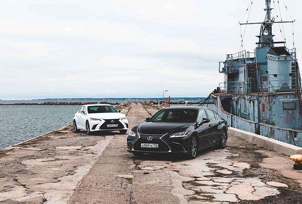 Lexus ES нового поколения предлагается в двух версиях: обычной и F-Sport (белая машина).