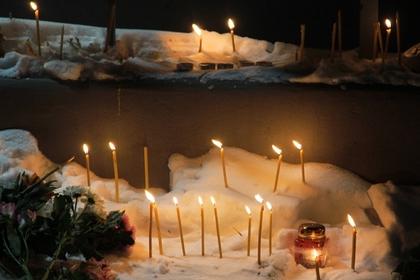 Жителей Магнитогорска призвали убрать стихийные мемориалы у рухнувшего дома