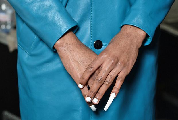 Смешение гендеров как доминирующий модный тренд — зачастую просто хорошо забытое старое. Так, длиннейшие ногти в качестве демонстрации праздности и благосостояния у мужчин было принято отращивать еще в Древнем Китае.