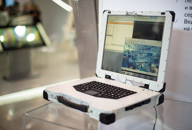Сверхпрочный и защищенный ноутбук ЕС1866, созданный холдингом «Росэлектроника», получил российский процессор «Эльбрус 1С+» и корпус из сверхпрочного алюминиевого сплава. В ядро операционной системы «Эльбрус», которая предустановлена в ноутбуке, встроен криптографический комплекс. В «Росэлектронике» утверждают, что изделие может быть востребовано не только силовыми структурами, но и промышленностью, логистикой и сельским хозяйством, а также будет полезно в медицинской помощи— опять-таки в условиях чрезвычайных ситуаций. Цена ноутбука— от 500 тысяч рублей.
