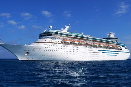 Тысячи пассажиров застряли на круизном лайнере из-за опасной инфекции