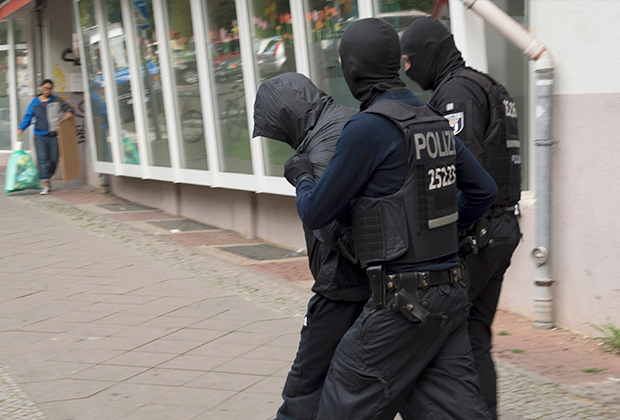 Задержание одного из подозреваемых. Берлин, 12 июля 2017 года.