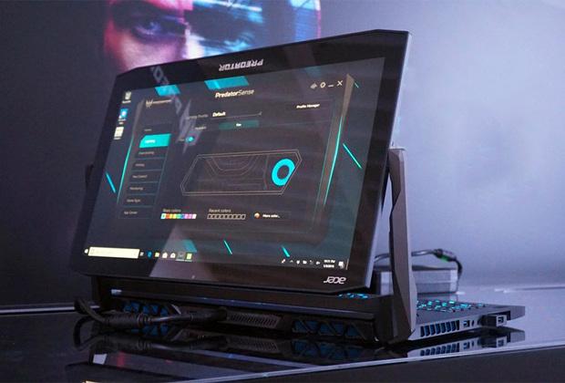 По традиции Acer показала на CES один из самых странных ноутбуков всей выставки. Два года назад компания представила Predator21X  стоимостью 700 тысяч рублей (или 9тысяч долларов) с 21-дюймовым изогнутым экраном, двумя видеокартами GTX1080. В этот раз все скромнее: цена нового Predator Triton 900— всего 5,7тысячи долларов, и он имеет всего одну видеокарту RTX 2080. Главная его особенность — специальный шарнир, который позволяет вращать экран на 180 градусов вокруг своей оси.