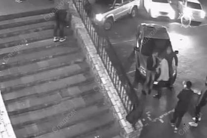 Россияне устроили фотосессию на крыше патрульной машины и пошли под суд