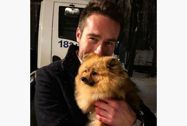 Михаил и собака по кличке Тэфи, героиня вопроса одной из финальных игр года телеверсии «Что? Где? Когда?»