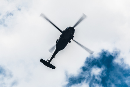 Итальянец прилетел к друзьям в бар на вертолете