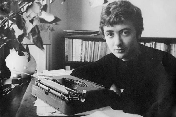 Франсуаза Саган в своем кабинете, начало 1960-х годов