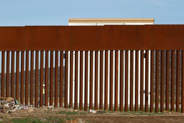 Трамп выложил фото стены на границе с Мексикой