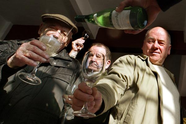 Алкоголь оказался полезным для пожилых людей