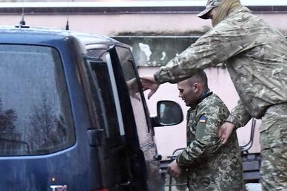 Следствие по делу задержанных в Керченском проливе украинских моряков продлили