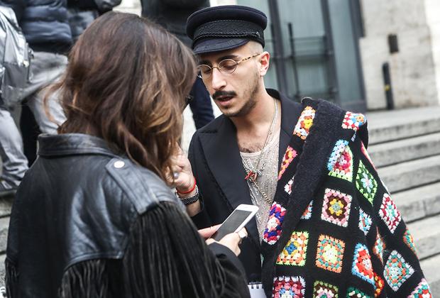 Неделя моды —отличное место, чтобы найти себе стильного и обеспеченного парня. А некоторые герои мужского стритстайла и вовсе стоят того, чтобы самой стрельнуть у них номер телефона. Ну, или сам телефон, если объект интереса номер давать отказывается.