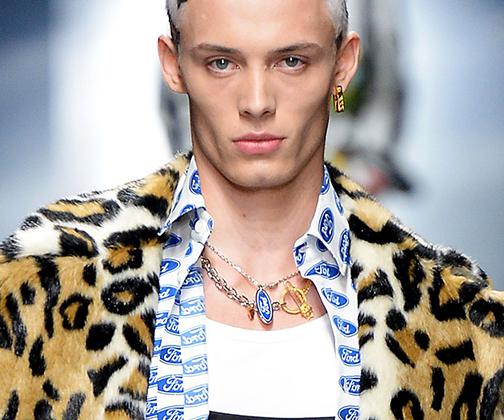 Если в вашем гардеробе много леопардового принта, а вот мужчина в малиновом пиджаке на горизонте так и не появился, то у проблемы есть неожиданное решение —мужчина-леопард. И собой хорош, и образ дополнит, и в тренде.