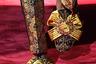Лоферы с кисточками, брюки, будто сошедшие с картины «Поцелуй» Густава Климта... Филипп Бедросович, мы вас узнали!