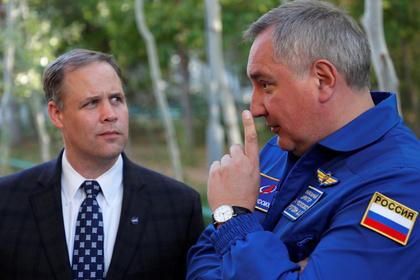 Глава НАСА Джим Брайденстайн и директор «Роскосмоса» Дмитрий Рогозин