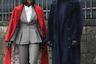 Парные луки по-прежнему популярны, но, разумеется, если женщина в точности копирует мужской ансамбль, это выглядит неинтересно. Гораздо более сильное впечатление производят пары, одетые в едином духе: например, эта пара выглядит, как неогангстер из Нового Орлеана и его подруга. Ярко-красное пальто и мексиканская шляпа на ней и шуба в сочетании с шляпой-федорой на нем привлекают к необычной чете всеобщее внимание.