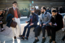 Судя по тому, как одеты завсегдатаи Pitti, — классические жилеты ярких цветов, шляпы и бороды, а также открывающие щиколотки брюки, — все эти детали, как и пятью годами ранее, актуальны для следящих за трендами джентльменов. Но наряду с уже привычными федорами, мужчины примеряют котелки.