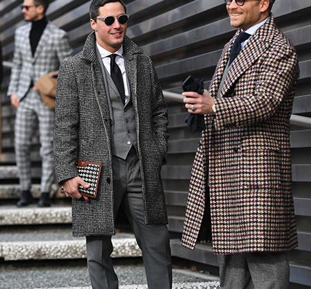Строгие белые рубашки и темные галстуки, безупречно сидящие брюки нормальной длины, пальто из твида в клетку пье-де-пуль или «Принц Уэльский», обманчиво-старомодные «учительские» очки: именно так снова выглядит элегантность.