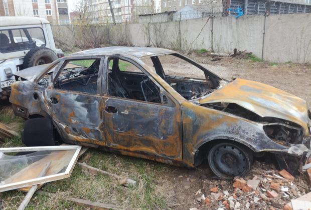 Из материалов уголовного дела: сгоревший автомобиль Lifan
