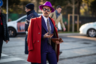 Лиловая шляпа и красное пальто на мужчине? Нет проблем, если пальто — из натурального кашемира, шляпа — из кроличьего пуха, а костюм сшит по мерке и сидит безупречно.