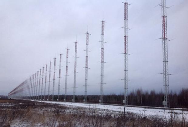 В Мордовии заступит на боевое дежурство радиолокационная станция загоризонтного обнаружения «Контейнер». Система позволит обнаруживать воздушные цели в секторе 240 градусов и на удалении более 2,5 тысячи километров.<br><br>Также в наступившем году должно завершиться развертывание сети станций «Воронеж», входящих в наземный компонент системы предупреждения о ракетном нападении, но, в отличие от «Контейнера», не способных заглянуть за линию горизонта.