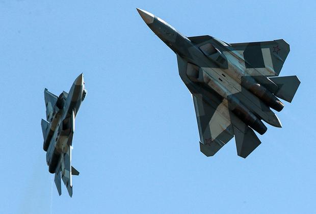 В 2019 году ВКС получат всего один серийный Су-57 с двигателями первого этапа. Второй истребитель должен поступить в 2020 году. Затем ожидается поставка еще 13 единиц серийных Су-57, в том числе с двигателями второго этапа.<br><br>Всего в 2019 году ВВС (в составе ВКС России) получат более ста самолетов и вертолетов.