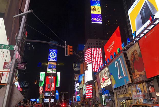Ночная площадь Таймс-сквер