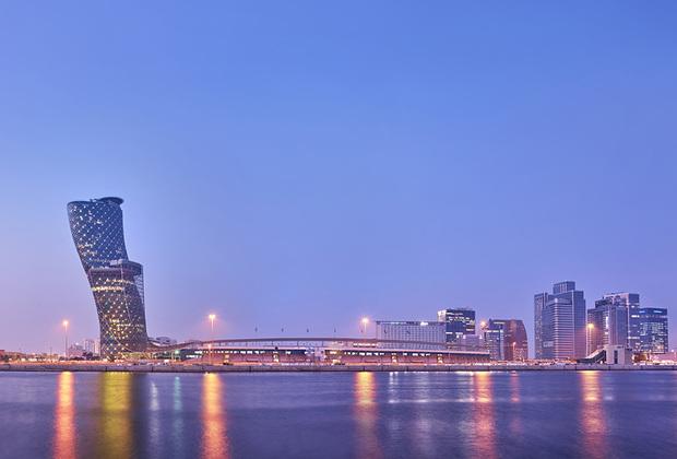 В Абу-Даби можно увидеть впечатляющие архитектурные сооружения. Например, самое падающее здание в мире — Capital Gate, угол наклона которого составляет 18 градусов, что на 14 градусов больше, чем у знаменитой Пизанской башни.  Кроме того, в городе построен первый в мире круглый небоскреб — Aldar HQ. Его профиль выглядит как линза объектива фотоаппарата.
