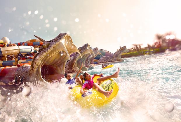 Искусственный остров Яс расположен в 30 минутах от Абу-Даби и в 50 минутах от Дубай. В 2010 году здесь был создан тематический парк Ferrari World Абу-Даби, посвященный компании Феррари с самой быстрой американской горкой, открыта трасса Yas Marina Circuit, на которой с 2009 года проходят соревнования гонки Формулы-1, парк развлечений Warner Bros. И, конечно же, аквапарк, построенный на острове — уникален по своим масштабам.