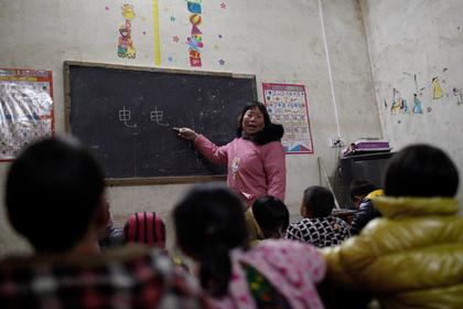 Китайских учителей-одиночек отправят в «любовный отпуск»