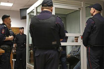 Ненадежные наручники позволили участникам банды GTA напасть на конвой