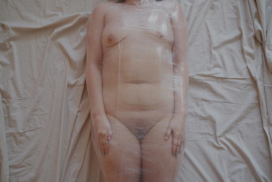 <p><b><i>По-моему, Анджелина Джоли как стандарт красоты уже давно ушла в прошлое. Да и если посмотреть на нее сейчас, видно, что у нее самой большие проблемы.</b></i>  <p>Губы, грудь и попа тоже скоро уйдут из пластики— это все мода, а она проходит.