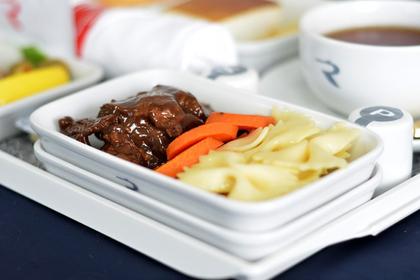 Авиакомпания «Россия» полностью обновила меню на дальневосточных рейсах