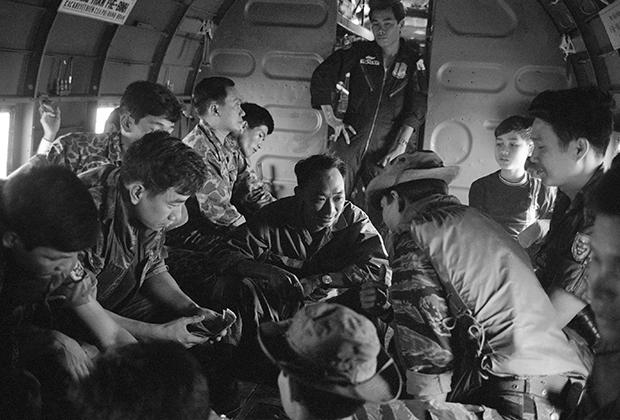 Нгуен Нгок Лоан с соратниками, март 1968 года