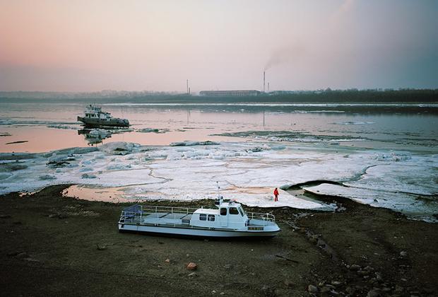 Для Гронского этот проект стал попыткой понять, как можно запечатлеть на снимках пустоту этих необъятных пространств. Для этого он забирался  в самые отдаленные и труднодоступные регионы страны.