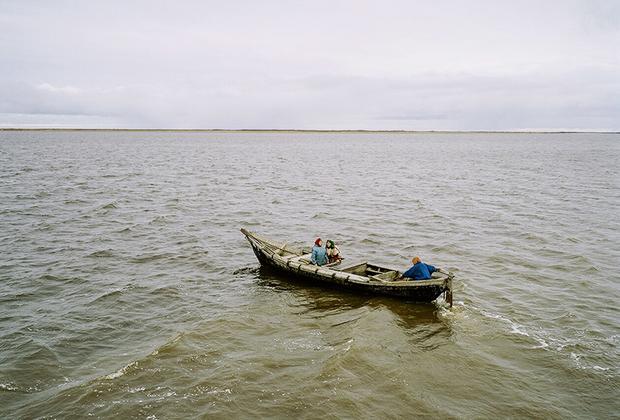 «Меньше единицы» — достаточно ранний фотопроект Гронского. Над этими снимками автор работал с 2006-го по 2008 год.