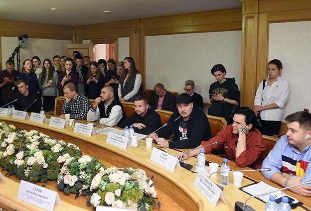 Круглый стол, посвященный отмене концертов некоторых рэп-исполнителей в регионах России, организованный молодежным парламентом при Государственной Думе России