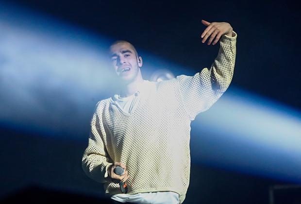 Рэпер Хаски во время выступления на концерте в клубе Adrenaline stadium