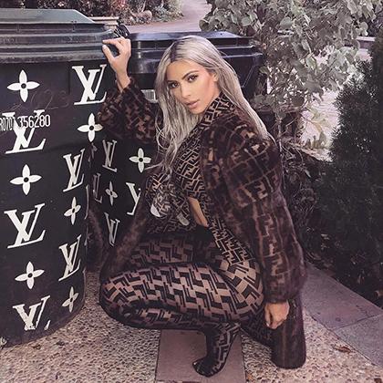 Ким Кардашьян в одежде Fendi