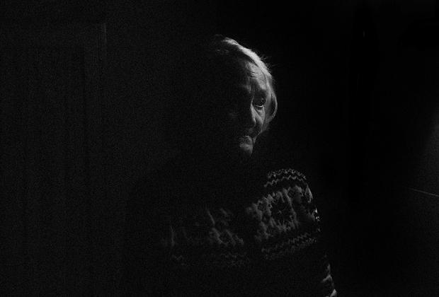 Некоторые эвакуированные высаживались в Рахье — не выдерживали голода и бросались стучаться в дома, где местные давали приют голодным ленинградцам.  <br><br> Семья Валентины Максимовны Михайловой (82 года) была одной из таких семей. Дом Валентины был забит эвакуированными — не отказывали никому. Более того, девочка вместе с матерью патрулировала поселок по ночам, выискивая эвакуированных людей, которые не могли идти от голода и слабости.