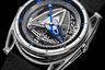 Инновационная марка в 2019 году реализовала свои наработки haute horlogerie в дайверской модели с безелем, поворачивающимся в одном направлении. Часы оснащены калибром DB2080 с балансовым колесом из золота и титана, запатентованным маркой два года назад, и с двойным барабаном, обеспечивающим пятидневный запас хода. В часах реализована механическая подсветка.
