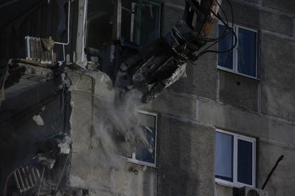В Магнитогорске демонтировали поврежденную взрывом стену дома