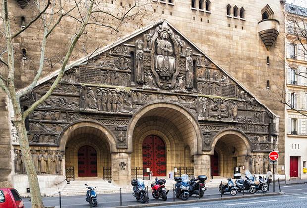 Католическая церковь Святого Пьера на авеню Марсо