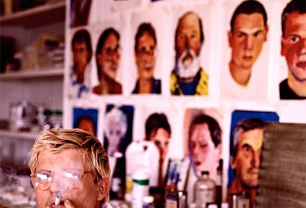 Дэвид Хокни — английский художник, график и фотограф, в ноябре 2018 года ставший самым дорогим художником из ныне здравствующих — благодаря картине «Бассейн с двумя фигурами», проданной на аукционе за рекордную сумму в 90,3 миллиона долларов.