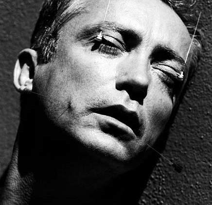 Немецкий актер Удо Кир известен по арт-хаусным фильмам «Кровь для Дракулы», «Мой личный штат Айдахо», ряду голливудских боевиков — «Джонни-мнемоник», «Блэйд», «Армагеддон», а также проектам Ларса фон Триера: «Эпидемия», «Европа», «Королевство» и «Рассекая волны».