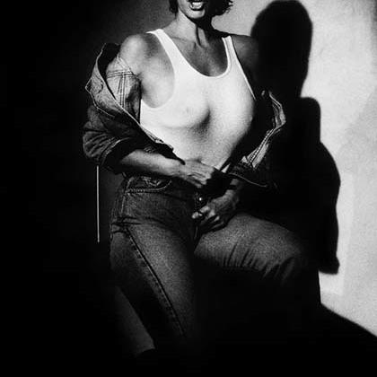 Ракель Уэлч — секс-символ 1970-х годов, снявшаяся в картинах «Чудовище», «Миллион лет до нашей эры» и «Три мушкетера: Подвески королевы».
